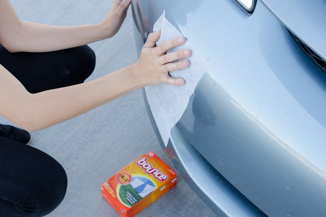 Get dead bugs off your grille with dryer sheets.