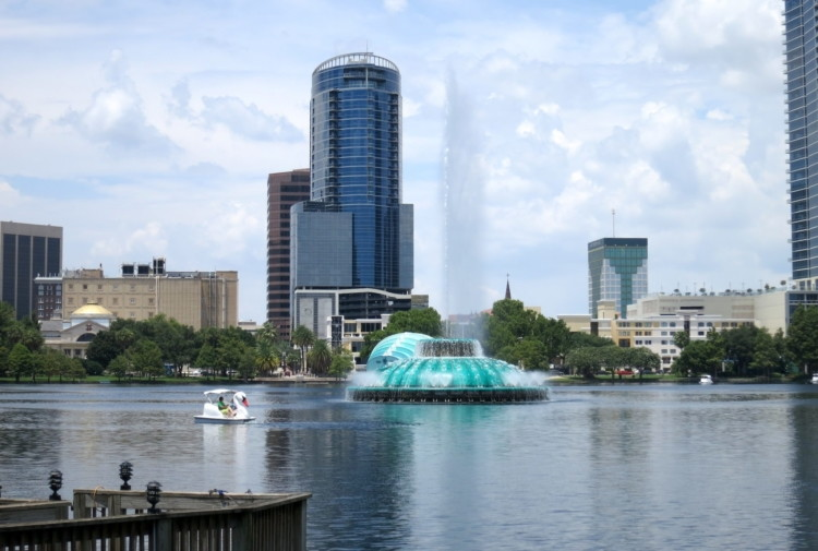 Free Things to Do in Orlando: Lake Eola Park