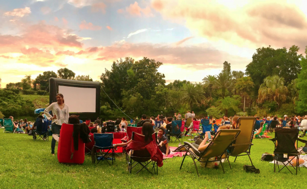 Free things to do in Orlando: Free outdoor movies