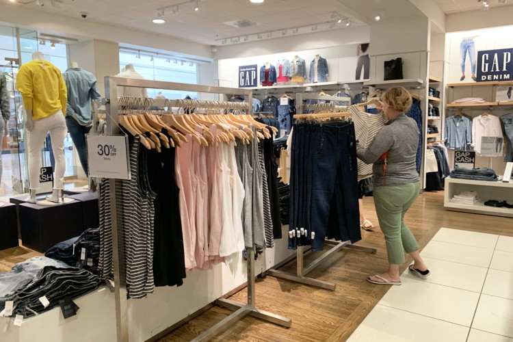 How to Save Money at Gap: 22 Secrets from a Seasoned